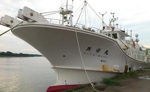 越前ガニや甘エビの漁をする漁船